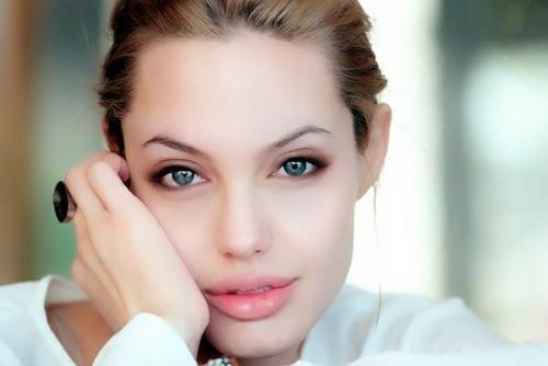 安吉丽娜·朱莉拍过的电影中,最经典的是哪一部